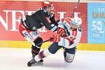 Čtvrtfinále play off hokejové extraligy - 2. zápas: HC Oceláři Třinec - HC Dynamo Pardubice, 14. března 2018 v Třinci. (vlevo) Vlach Roman a Marek Trončinský z Pardubic.