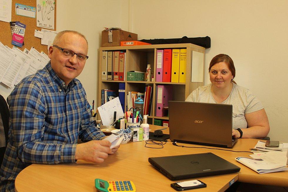Ředitel společnosti Renarkon Martin Chovanec (vlevo) se zástupkyní a metodičkou Ivou Valáškovou (vpravo).