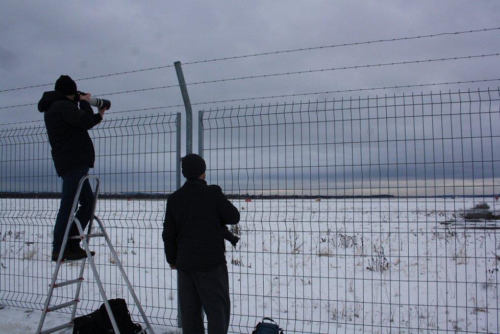 Ranní start AN-225 Mrija si nenechalo v Mošnově ujít několik desítek nadšenců.