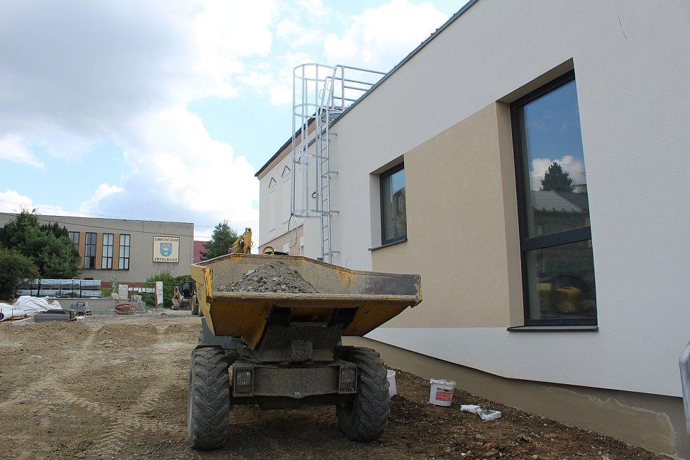 Součástí rekonstrukce základní školy je i výstavba nové budovy mateřské školy.