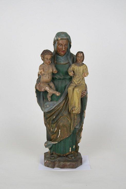 Sousoší sv. Anny Samotřetí v hodnotě 300 tisíc korun, pocházející z poloviny 17. století.