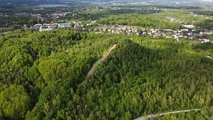 Halda Ema nabízí pohled na město Ostrava, Beskydy, Nízký Jeseník a ještě dál.