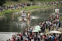 Rozmarné slavnosti Ostravice přilákaly tisíce diváků i UFO.