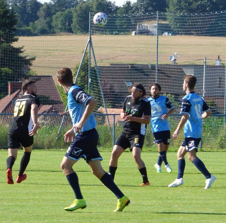 Sportovní osobnosti Šachtaru BO Ostrava pomohly v sobotu odpoledne sedmiletému Františkovi, na jehož léčbu se charitativním zápasem v Darkovičkách podařilo vybrat 143 tisíc korun.