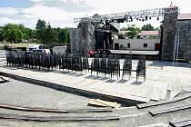 Přípravy osmého ročníku Letních shakespearovských slavností na Slezskoostravském hradě v Ostravě.