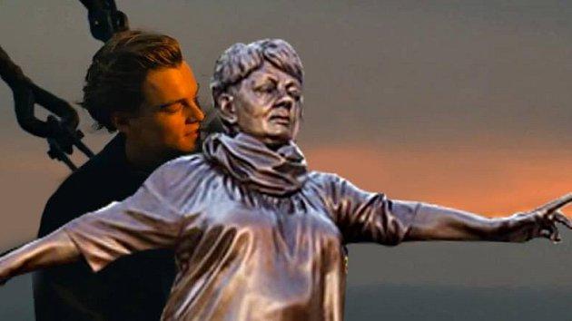 Ostravská socha Věry Špinarové se stala terčem vtipů na internetu.