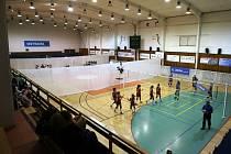 Sedmnáct družstev volejbalových juniorek a kadetek ze tří zemí se o víkendu v ostravských halách Varenská a Mládeže utkalo O křišťálovou vázu.