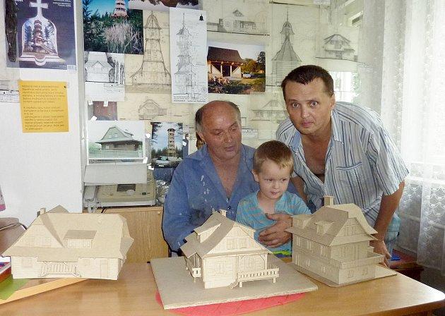 Tři generace Atonínů Závadů zValašského Meziříčí, nejstarší a prostřední jsou architekti.