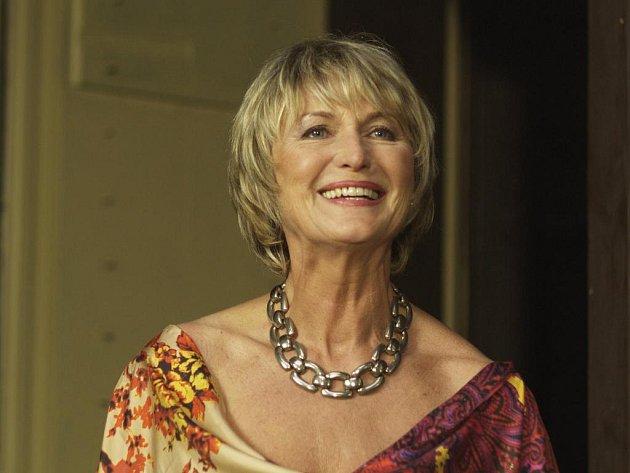 Eliška Balzerová a exceluje ve filmu režiséra a scenáristy Jiřího Vejdělka Ženy v pokušení v roli Vilmy.