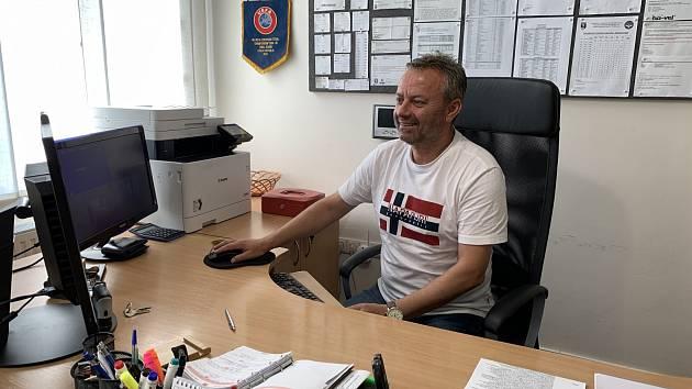 Vladimír Janoško ve své kanceláři.