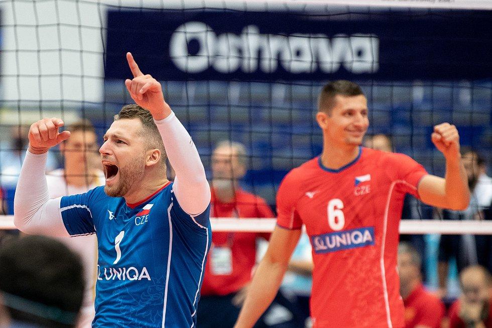 Libero Milan Moník v dresu s číslem 1 na mistrovství Evropy volejbalistů v Ostravě.