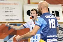 Volejbalisté VK Ostrava v prvním utkání nové sezony nastoupí v úterý v Praze proti Lvům. Na snímku univerzál Jakub Dvořák (vlevo) a libero Damian Sobczak.