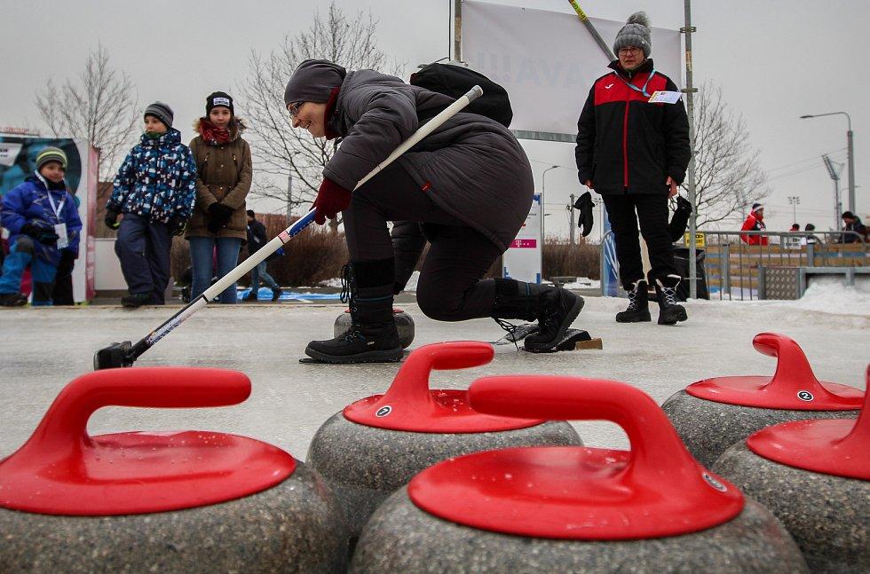 Olympijský festival u Ostravar arény.Curling