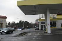 Čerpací stanice v regionu momentálně nabízejí litr paliva za 36 až 37 korun. Podle motoristů je to příliš. Na ilustračním snímku je benzinka v Brušperku.