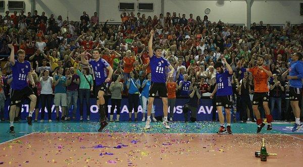 Ostravští volejbalisté slaví titul! Šestý finálový zápas Ostrava - České Budějovice 3:2.