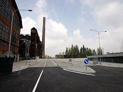 PRODLOUŽENÁ VÍTKOVICKÁ. Už zítra se budou lidé moci projet po nové městské komunikaci, které vede areálem Dolní oblasti Vítkovice. Na podzim se na ni napojí prodloužená Ruská.