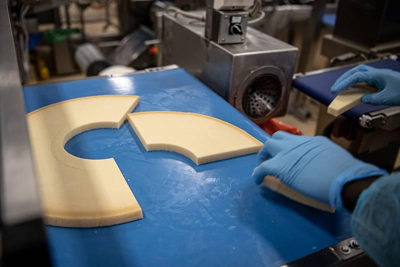 V sídle společnosti Brazzale, je také i balírna sýru Gran Moravia, 13. srpna 2021 v Zanè v provincii Vicenza, Benátsko, Itálie.