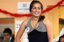 Romská děvčata při soutěži Roma Miss 2009 v ostravské Vesničce soužití