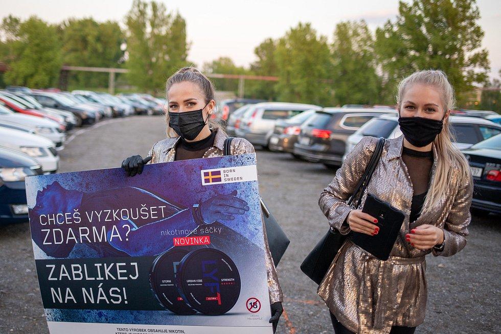 Autokino v Dolní oblasti Vítkovic, 17. května 2020 v Ostravě.