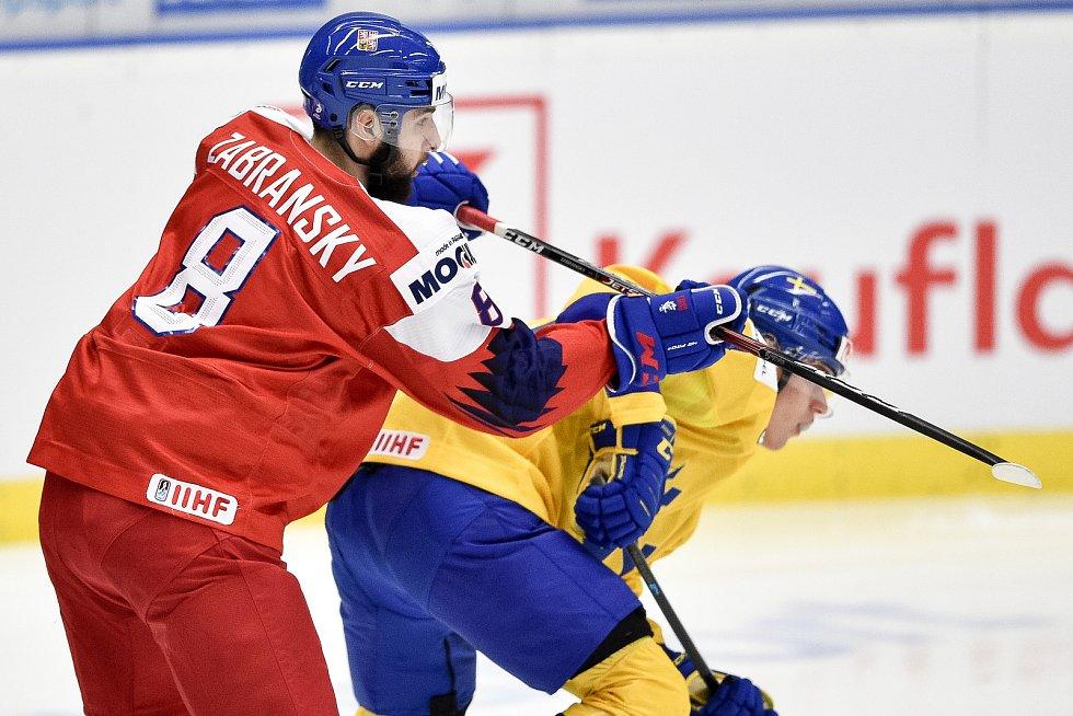 Mistrovství světa hokejistů do 20 let, čtvrtfinále: ČR - Švédsko, 2. ledna 2020 v Ostravě. Na snímku (zleva) Libor Zabransky a Nikola Pasic.