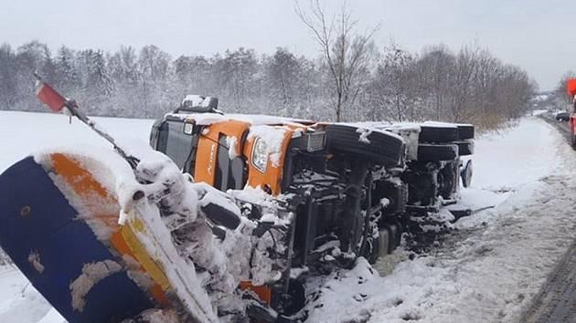 Kromě technických zásahů hasiči zasahovali první dubnový den i u 34 dopravních nehod, které měly souvislost s novou sněhovou pokrývkou na komunikacích.