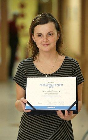 Třiatřicetiletá Michaela Parwová zOstravy za svou práci vDomově pro seniory Kamenec ve Slezské Ostravě získala ocenění Pečovatelka roku 2012.