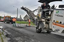 Ve Slezské Ostravě probíhají opravy chodníků a vozovek.