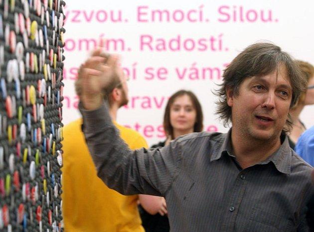 Výstava s názvem Tři vykřičníky, která představuje práci Studia Najbrt, měla v Ostravě vernisáž