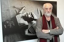 Jindřich Štreit na výstavě svých fotografií v Galerii Prometheus v Ostravě.