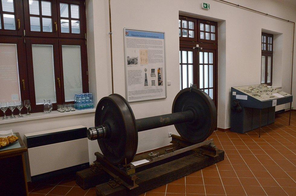 Železniční muzeum moravskoslezské o.p.s sídlí ve výpravní budově železničního nádraží Ostrava – střed. Ředitel muzea Vojtěch Hermann představil hostům již osmou výstavu s názvem Ostravsko- frýdlantská dráha.