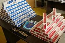 Celníci zabavili také přes deset tisíc cigaret.