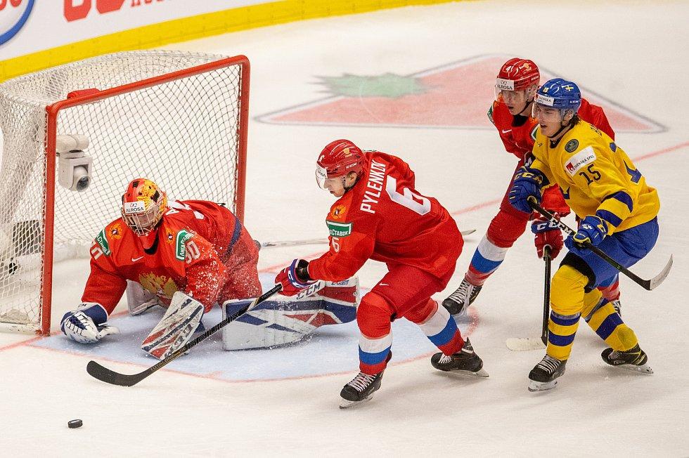 Mistrovství světa hokejistů do 20 let, semifinále: Švédsko - Rusko, 4. ledna 2020 v Ostravě. Na snímku (zleva) brankář Ruska Russia Yaroslav Askarov, Danil Pylenkov (RUS), Yegor Zamula (RUS), Oskar Back (SWE).