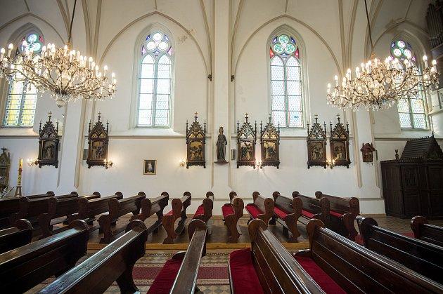 Římskokatolický farní kostel svatého Františka a Viktora vostravské městské části Hrušov.