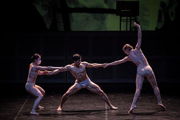 Členové baletního souboru NDM (Národní divadlo moravskoslezské) zkoušejí balet Mahlerovy vzpomínky na scéně Divadla Jiřího Myrona, 18.března 2021vOstravě.