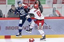 Utkání 20. kola hokejové extraligy: HC Oceláři Třinec - HC Vítkovice Ridera, 21. listopadu 2019 v Třinci. Na snímku (zleva) Jan Schleiss a Tomáš Kundrátek.