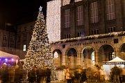 Rozsvícení vánočního stromu na Prokešově náměstí u Nové radnice v Ostravě, 1. prosince 2018.