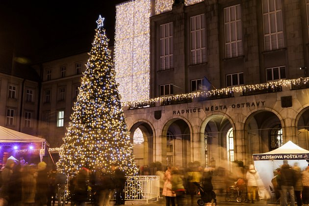 Rozsvícení vánočního stromu na Prokešově náměstí uNové radnice vOstravě, 1.prosince 2018.
