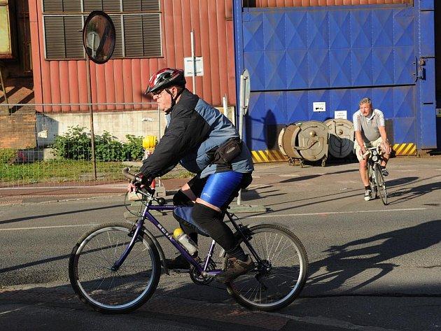 Jaká je současná síť cyklostezek v Ostravě? O tom se v pátek na vlastní kůži přesvědčili starostové ostravských obvodů a přilehlých obcí na dvanácté cyklojízdě Ostravou.