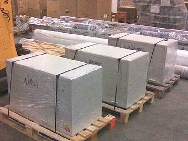 Babyboxy, zatím ještě zabalené ve skladu, budou už brzy instalovány ve třech městech Moravskoslezského kraje
