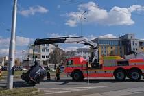 Dopravní nehoda dvou osobních aut na rušné křižovatce u radnice Ostrava-Jih