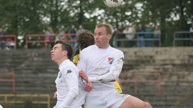 Obránce Baníku René Bolf odehrál včera proti Městu Albrechticím v dresu týmu U 21 celý zápas.