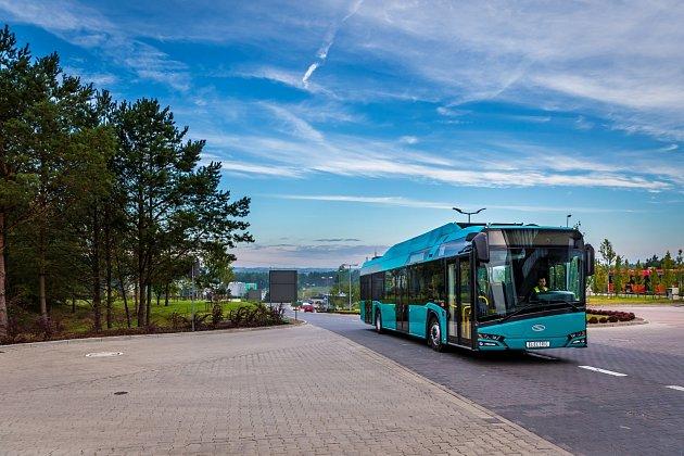 Dvacet čtyři kusů elektrobusů včetně dvou rychlonabíjecích stanic - doposud největší zakázka na dodání elektrobusů vČeské republice, míří do Dopravního podniku Ostrava (DPO).