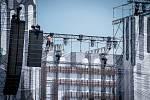 """OSTRAVA a s ní i areál Dolní oblasti Vítkovic se už ve středu promění v hlavní město elektronické hudby v Evropě, které nabídne více než 400 umělců z celého světa. Takřka čtyřicet tisíc usměvavých mladých lidí bude """"pařit"""" až do soboty."""