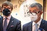 Na snímku zprava premiér Andrej Babiš a ministr zdravotnictví Adam Vojtěch v OC Forum Nová Karolina, kde se otevřelo očkovací místo bez nutnosti předchozí registrace, 21. července 2021 v Ostravě.