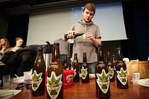 STUDENTI SLÁDKY. Jak se vaří pivo? To si vyzkoušeli studenti VŠB-TUO v třetím ročníku soutěže Beer košt.