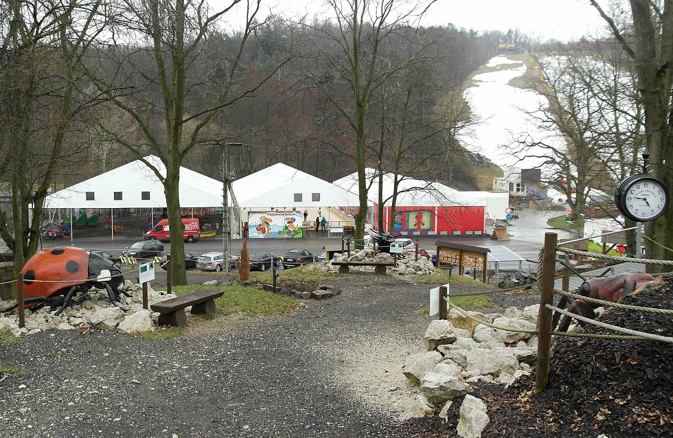 Skalka Family Park v Ostravě-Porubě platí za vyhlášené místo pro zábavu a odpočinek, do zdejší minizoo se však nadále nesmí.