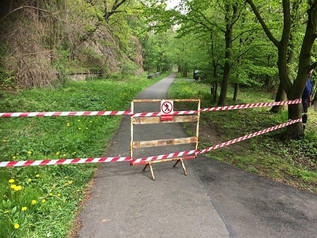 Uzavřená cyklostezka.