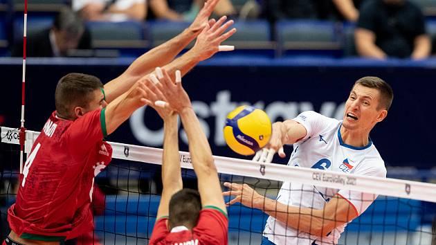 Český univerzál Michal Finger v dresu s číslem 6 na mistrovství Evropy v Ostravě.
