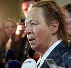 Zástupkyně veřejnosti v úterý u Krajského soudu v Ostravě, kde začal proces s pachateli žhářského útoku na dům romské rodiny ve Vítkově.