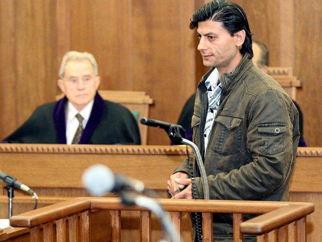 Otec popálené Natálky Pavel Kudrik se v úterý u Krajského soudu v Ostravě vyjadřoval ke svým nárokům o náhradě škody.